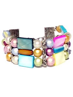 This bracelet has 3 rows and is made of mother of pearls in several colours and silvercoloured nickelfree materials.    Matching necklaces Scala an...