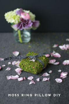 moss-ring-pillow-wedding-diy