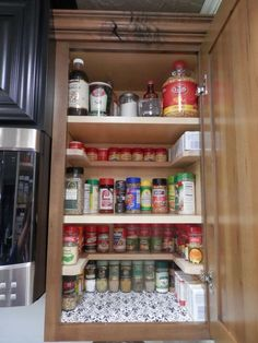 diy spicy shelf organizer, kitchen cabinets, organizing, shelving ideas Kitchen Cabinet Organization, Spice Organization, Home Organisation, Kitchen Storage, Kitchen Decor, Kitchen Hacks, Organizing Ideas, Kitchen Ideas, Spice Shelf