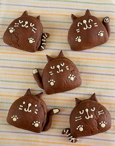 cocoa kitty buns - Recipe is in Japanese, translate in Google Chrome Browser