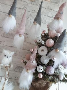 Škriatkovia , Vianočné dekorácie | Artmama.sk Christmas Mood, Diy Christmas Tree, Christmas Gnome, Christmas Baubles, Handmade Christmas, Holiday, Arts And Crafts Box, Baseball Wreaths, Pink Christmas Decorations
