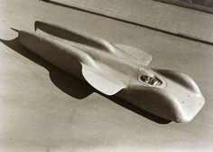 1939 Mercedes-Benz T80 : Top speed - 373 mph (600 kph).