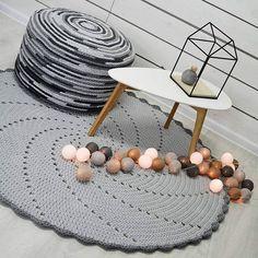 WEBSTA @ shekoku - #dywan#lekiem#nacałe#zło :-)#szydełkowanie#shekoku#wirujacy#dywanik#moja#pufa#meble##downetrz #szare#dodatki#wnetrza#mojprojekt #szydelkowanie#moje#crocheting#crochet#myproject #myself#pouf#blackandwhite #grey#interior#homedecor#homedesign #design#designfurniture#grey