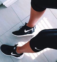 Best work out outfits. I love women's activewear. It's like a drug :) Follow us on ToughHumans for more style and weight loss tips and recipes. Love this NIKE shoes