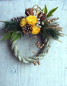 Japanese New Year, Christmas Wreaths, Christmas Decorations, New Years Decorations, Nature Decor, Flower Crafts, Dried Flowers, Grapevine Wreath, Flower Arrangements