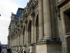 Arquitetura do Louvre.