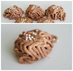 Pradobroty: Skořicová klubka Gingerbread Cookies, Sweet Tooth, Desserts, Buxus, Gingerbread Cupcakes, Tailgate Desserts, Deserts, Postres, Dessert