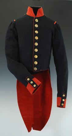 """Uniforme de l'Ecole Spéciale militaire de Saint-Cyr Me 1830. On n'aurait parlé de promotion de Saint-Cyr qu'à partir de 1818 mais la première à avoir été baptisée serait celle dite """"du Firmament"""" (1830-1832). Découvrez en détail cet uniforme sur le site de Bertrand Malvaux (Cliquez sur l'image !)"""