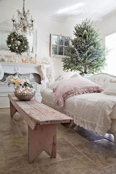 Pin for Later: Shabby chic furniture diy. Shabby Chic~ oh so pretty~. A lot more excellent shabby chic furniture suggestions on my web site. Muebles Shabby Chic, Estilo Shabby Chic, Shabby Chic Style, Shabby Chic Decor, Rustic Decor, Country Decor, Rustic Room, Rustic Bench, Bedroom Rustic
