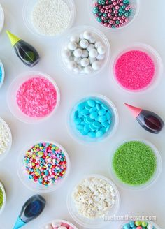 Tips for making holiday cookie decorating fun, colorful and easy, with food color and sugar from @lovefromtheoven