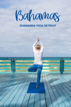 """1 Bilderbuchstrand, 10 vegetarische Sternstunden, 50 Sonnengrüße, 150 Asanas, 200      """"chantende"""" Yogis, 1000 bewusste Atemzüge.  Und das ist bei weitem nicht alles, was wir auf Paradise Island erlebt haben. Es gibt soviel zu erzählen und noch mehr zu schwärmen. Ein Klick auf diesen Beitrag und ihr erfahrt, warum der Sivananda Ashram auf den Bahamas für uns ein Ort ist, an den wir gerne zurückkehren werden. Sanftes Yoga, Gentle Yoga, Yoga Retreat, Vacation Ideas, Strand, Saints, Blog, Travel, Cultural Diversity"""