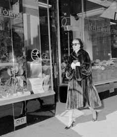 UNITED STATES - CIRCA Wearing dark glasses and carrying prayer book, actress Grace Kelly walks unnoticed along Madison Ave. after attending early Palm Sunday church service. (Photo by Bob Koller/NY Daily News Archive via Getty Images) Grace Kelly Style, Princess Grace Kelly, French Hospital, Grace Beauty, Prince Rainier, Monaco Royal Family, Prayer Book, Roman Catholic, The Past