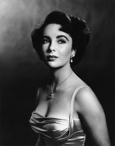 Elizabeth Taylor Old Hollywood Glamour Viejo Hollywood, Hollywood Icons, Old Hollywood Glamour, Classic Hollywood, Hollywood Photo, Hollywood Cinema, Old Hollywood Stars, Vintage Hollywood, George Hurrell
