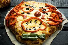 Félelmetesen gyors pizzarecept, amiből egy adag tésztát félretehetünk a halloweeni bulira! ;) Vegetable Pizza, Vegetables, Halloween, Food, Essen, Vegetable Recipes, Meals, Yemek, Veggies