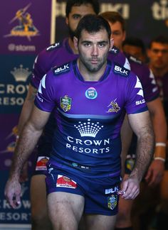 Cameron Smith Photos - Cameron Smith of the Storm leads the Storm out for the round 15 NRL match between the Melbourne Storm and the Brisbane Broncos at AAMI Park on June 2015 in Melbourne, Australia. - NRL Rd 15 - Storm v Broncos Rugby Sport, Rugby Men, Sport Man, Hot Rugby Players, Football Players, National Rugby League, Cameron Smith, Scruffy Men, Beefy Men