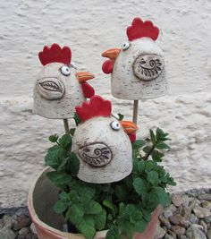 + Ceramic + Recipes + - + with + Spring . - Keramik - Welcome Haar Design Clay Birds, Ceramic Birds, Ceramic Pottery, Pottery Art, Ceramic Art, Cement Crafts, Clay Crafts, Diy And Crafts, Ceramics Projects