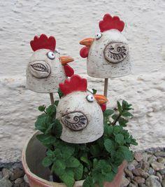 Slepičky+II,+keramické+zápichy...+Keramické+zápichy+-+s+jarním+motivemslepičky,+do+květináčů,+mezi+koledu...na+záhony.+Cena+za+1ks.+Ostatní+kachlíky,+talíře,+nebo+velikonoční+vejce+a+zvířata+můžete+najít+v+mojí+sekci+velikonoce.+Cena+poštovného+je+za+1+ks,+při+koupi+více+kusů+jakéhokoli+zboží+se+cena+navyšuje+dle+váhy+a+velikosti+balíku.