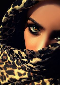 The eyes unlock the hearts unspoken words, and the veil covers what the eyes can't control. Pretty Eyes, Cool Eyes, Beautiful Eyes, Arabian Eyes, Arabic Makeup, Mode Glamour, Look Girl, Animal Print Fashion, Animal Prints