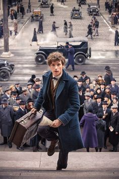 Newt Scamander in action in 1920s New York. Fantastic Beasts and Where to Find Them