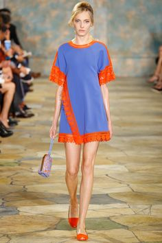 See all the Collection photos from Tory Burch Spring/Summer 2016 Ready-To-Wear now on British Vogue Best Of Fashion Week, Fashion Week 2016, Runway Fashion, Fashion Show, Womens Fashion, Tory Burch, Spring Summer 2016, Spring Summer Fashion, Vanity Fair