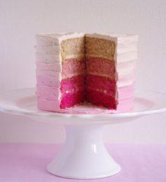 Un Pink ombre cake c'est un gâteau dont l'intérieur et le glaçage sont en dégradé de rose et c'est du plus bel effet à la découpe.