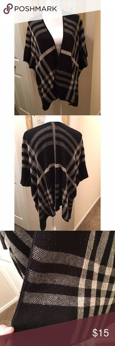 """Plaid open cardigan! This is a great fall wardrobe addition! Open cardigan/poncho looks cute over a black long sleeve top. This is pre-loved and has some slight """"pilling"""" if you will (tried to capture in photo 3.) there is a """"split"""" hem that can be seen in picture 4. Brand is """"Absolutely Creative Design."""" Make an offer! Sweaters Shrugs & Ponchos"""