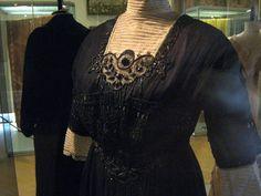Spoločenské šaty, cca. 1912, organza, tyl, samet, výšivka hodvábom a korálky