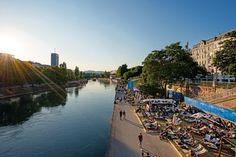 """Oficina de Turismo de Viena: El 90% de los residentes de Viena afirma: """"el turismo nos beneficia""""     VIENA Abril 2017 /PRNewswire/ - La Oficina de Turismo de Viena ha llevado a cabo su encuesta más amplia realizada hasta la fecha en relación con las actitudes hacia el turismo entre los residentes de Viena - con unos resultados ampliamente satisfactorios. La encuesta representativa entre más de 2.000 habitantes de Viena se realizó en 2016 en los meses con una entrada de visitantes más fuerte…"""