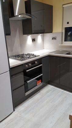 Gloss Kitchen, Kitchen Cabinets, Kitchen Ideas, Home Decor, Kitchens, High Gloss Kitchen, Decoration Home, Room Decor, Cabinets
