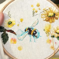 #bee #bumblebee #broderie #abmcrafty #marnalunt #embroider #embroidery #embroideryart