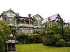 colonial style houses 神戸異人館 シュウエケ邸とディスレッセン邸