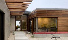 Casas mediterraneas construidas por Ahome, espacios abiertos e interiores iluminados, buscan armonizar la vivienda con el exterior