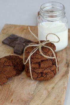 Mit diesen Double Chocolate Chookies ende ich meine Bloggerpause. Lang, lang ist es her seit meinem letzten Blogeintrag und es ist auch einiges passiert. Mittlerweile bin ich frisch gebackene Mama und mit meinen beiden Liebsten bin ich letzten Herbst von Dornbirn nach Feldkirch gezogen. Jetzt ist in meinem Leben aber wieder einigermaßen Ruhe eingekehrt und…