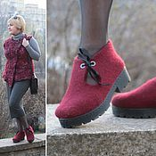 Wool Shoes, Felt Shoes, Felt Booties, Clog Boots, Shoes World, Knitted Slippers, Vegan Shoes, How To Make Shoes, Knit Fashion