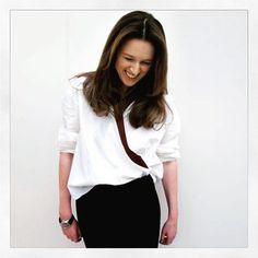 """#modacomglamour Após seis anos na @chloe a estilista @clarewaightkeller se prepara para desfilar sua última coleção pela grife francesa no dia 2 de março durante a semana de moda parisiense edição de outono/inverno 2018. De acordo com a """"WWD"""" após o fim do contrato Clare voltará pra Inglaterra país de nascença por motivos pessoais. Saiba mais no link da nossa bio  via GLAMOUR BRASIL MAGAZINE OFFICIAL INSTAGRAM - Celebrity  Fashion  Haute Couture  Advertising  Culture  Beauty  Editorial…"""