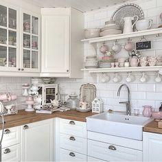 @jadrankaedstrom #kitchen #kök #countrychic #shabbychic #interior #interiör #inredning #inspiration #vackrahem #vackrahem #vackrating #