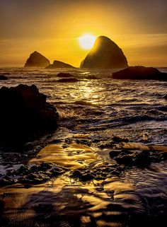 "Sunset at Cannon Beach, Oregon, USA. Cannon Beach, Place of the next ""Great Earthquake"" 10?"
