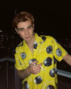 Can I just say that that is the ugliest shirt I've ever seen. but somehow kj manages to still look bomb in it. Kj Apa Riverdale, Riverdale Archie, Riverdale Cast, Cole Sprouse, Aj Kapa, James Fitzgerald, Archie Andrews, Archie Comics, To My Future Husband