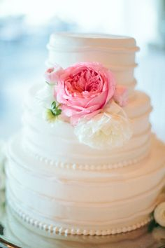 Pretty textured wedding cake: http://www.stylemepretty.com/wisconsin-weddings/kohler/2015/06/01/romantic-outdoor-wisconsin-wedding/ | Photography: Carly McCray - http://www.carlymccrayphotography.com/