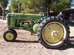 Old John Deere Tractor Old John Deere Tractors, Mean Green, Old Farm Equipment, Antique Tractors, Vintage Farm, Covered Bridges, Country Living, Barns, Farming