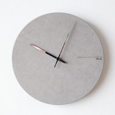 Cement Art, Concrete Wood, Concrete Design, Industrial Clocks, Wood Clocks, Diy Clock, Clock Decor, Home Decor Accessories, Decorative Accessories