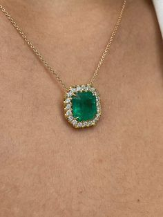 Emerald Pendant, Emerald Necklace, Cluster Necklace, Emerald Jewelry, Emerald Diamond, Halo Diamond, Diamond Cuts, Gem Necklaces, Uncut Diamond