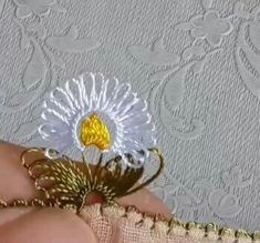 This Pin was discovered by Özn Crochet Unique, Needle Lace, Alice, Lace Making, Needlework, Diy And Crafts, Projects To Try, Stitch, Beautiful