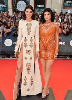 Kendall Jenner presume sus piernas de modelo enfundada en un vestido de alto impacto