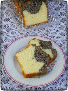 Mohn-Joghurt Kuchen ist wirklich ein Blitzkuchen und dazu so lecker. Er ist in 5 Minuten fertig und muss nur noch in den Backofen geschoben werden.