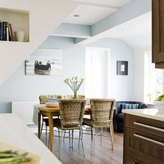 Küche Mit Essbereich Dachfenster Dachschräge Holzstühle | Küche | Pinterest  | Küchengerät, Wohnküche Und Wohnideen