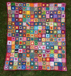 Double A Design Granny Square Blanket Crochet Free Pattern Granny Square Crochet Pattern, Crochet Granny, How To Start Knitting, Learn To Crochet, Knitting Patterns, Crochet Patterns, Crochet Bedspread, Manta Crochet, Square Blanket