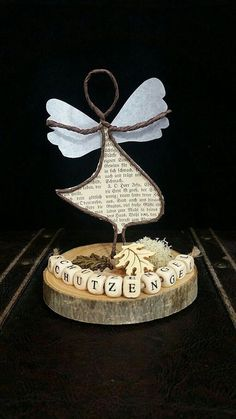 Guardian angel made of paper wire on a small tree-disk! Wire Crafts, Fun Crafts, Diy And Crafts, Crafts For Kids, Arts And Crafts, Paper Crafts, Wire Flowers, Angel Crafts, Christmas Makes