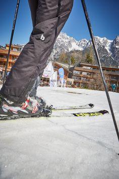 Einkehrschwung im coolen Holzhotel Salzburg, Zell Am See, Skiing, Bomber Jacket, Dance Floors, Kaprun, Ski Trips, Alps, Ski