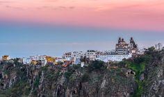 Vista del Barranco de Moya, con el pueblo al fondo. Moya, Gran Canaria